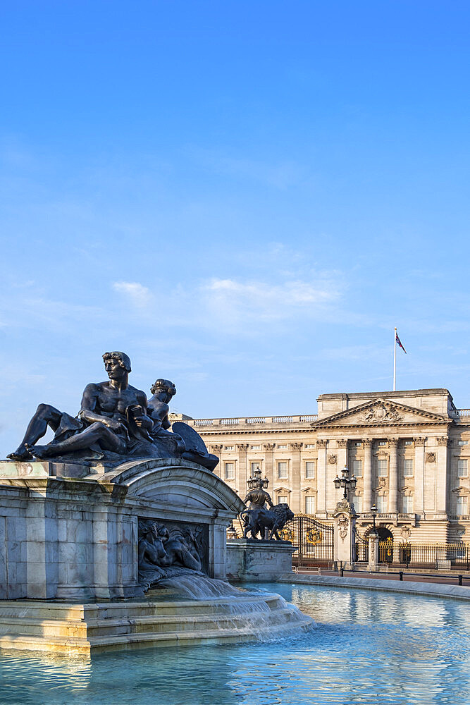 The facade of Buckingham Palace, the official residence of the Queen in London, with the Victoria Memorial in the foreground, London, England, United Kingdom, Europe