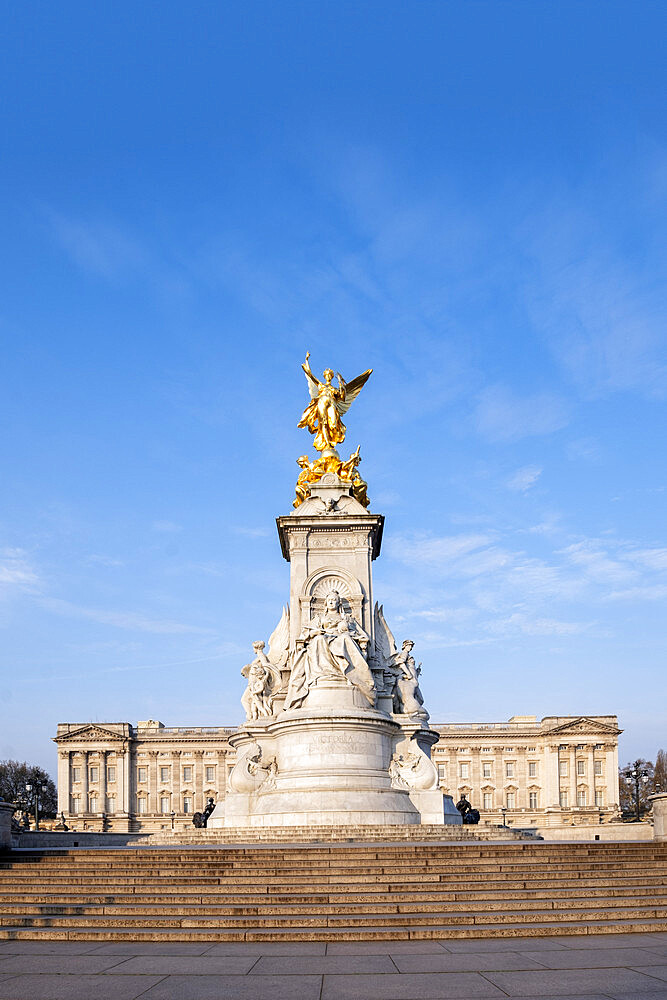 The Victoria Memorial monument and Buckingham Palace, London, England, United Kingdom, Europe