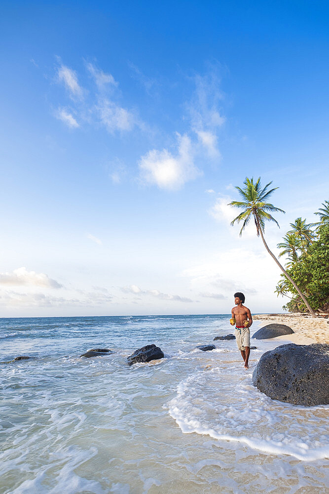 A local man walking along North Beach, Little Corn Island, Islas del Maiz (Corn Islands), Nicaragua, Central America