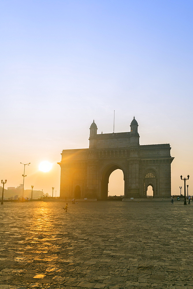 The Gateway of India at dawn, Mumbai, Maharashtra, India, Asia