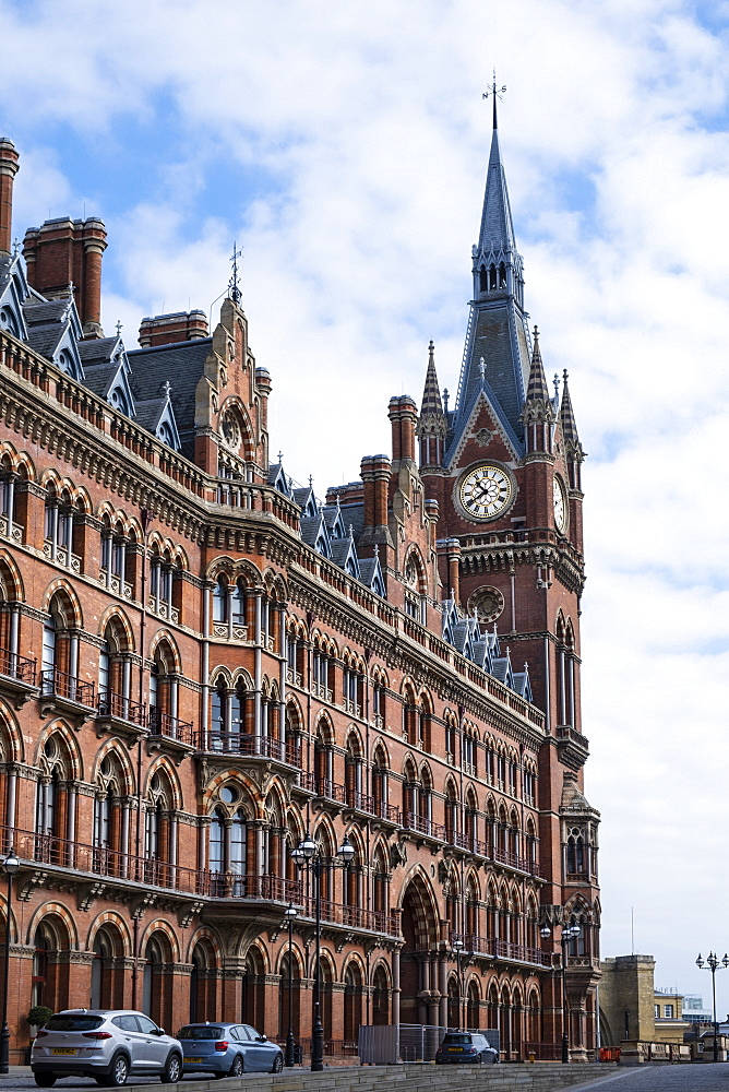 St. Pancras Eurostar rail terminal showing the Clock Tower designed by George Gilbert Scott - 1176-1205