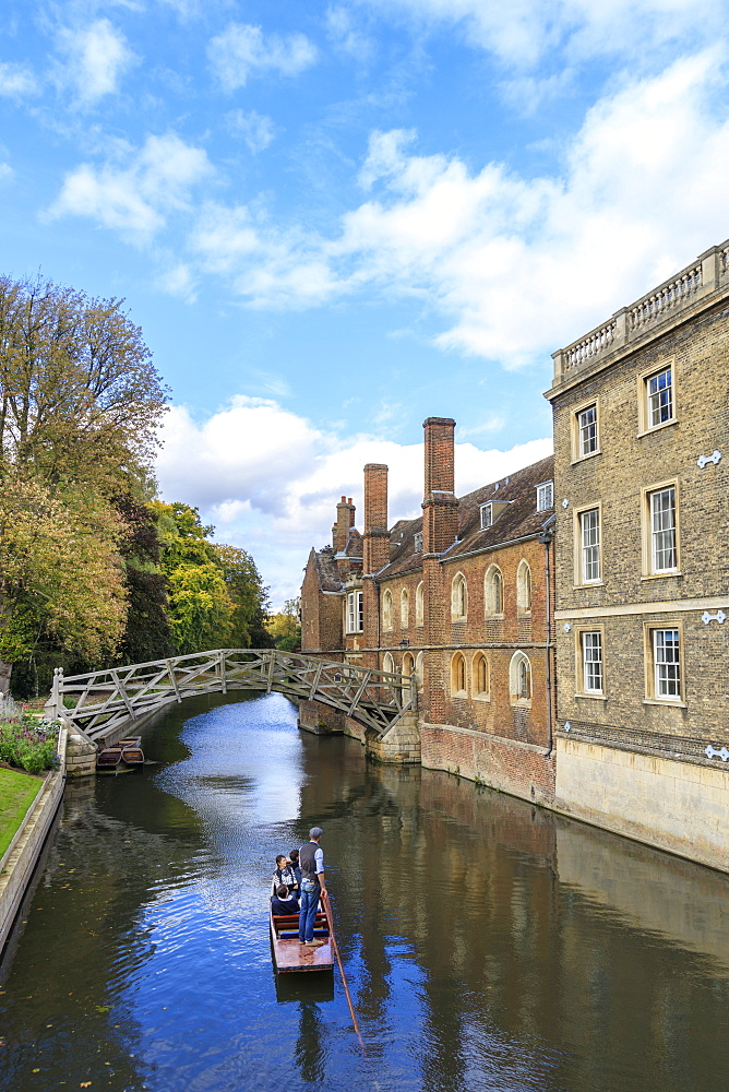 Cambridge University, Queen's College and Mathematical Bridge, Cambridge, Cambridgeshire, England, United Kingdom, Europe - 1176-819