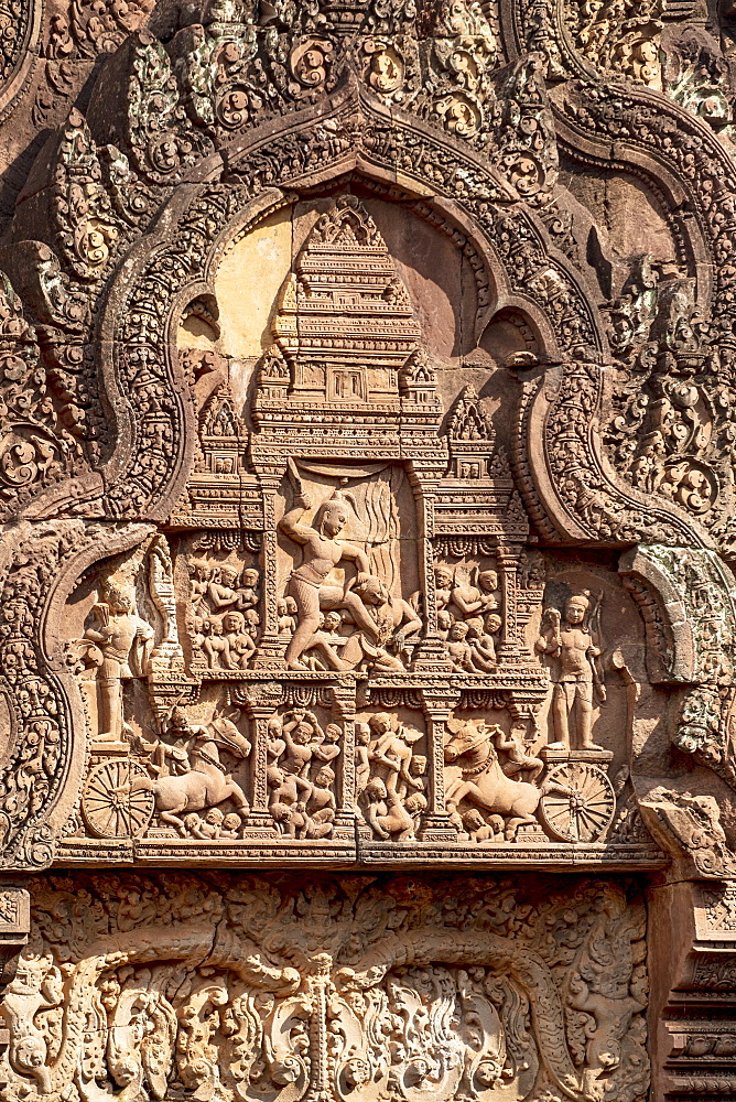 Detailed carving on the facade of a temple at Banteay Srei in Angkor, UNESCO World Heritage Site, Siem Reap, Cambodia, Indochina, Southeast Asia, Asia - 1176-939