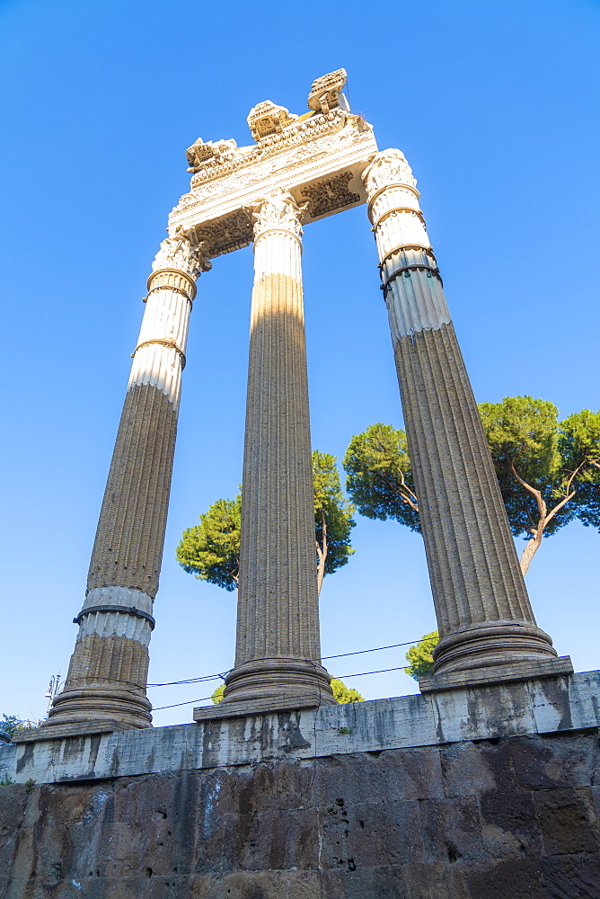 Ruins and columns, Imperial Forum (Fori Imperiali), UNESCO World Heritage Site, Rome, Lazio, Italy, Europe