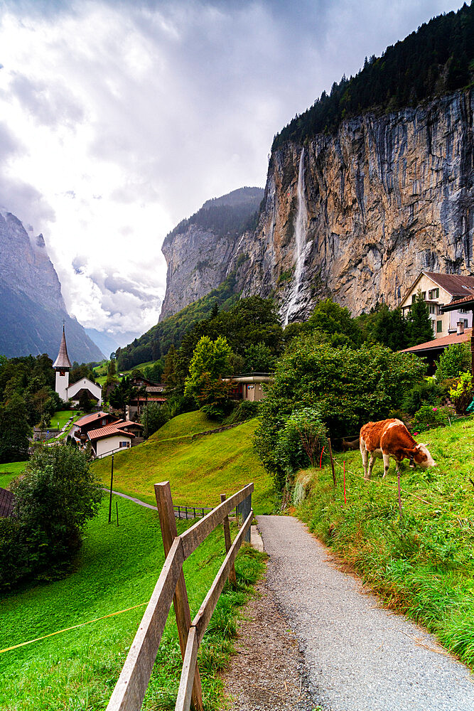 Path through green pastures leading to the village of Lauterbrunnen, Bernese Oberland, canton of Bern, Switzerland - 1179-5050