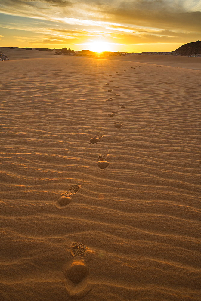 Sand dunes at sunset near the Ounianga lakes, UNESCO World Heritage Site, Chad, Africa