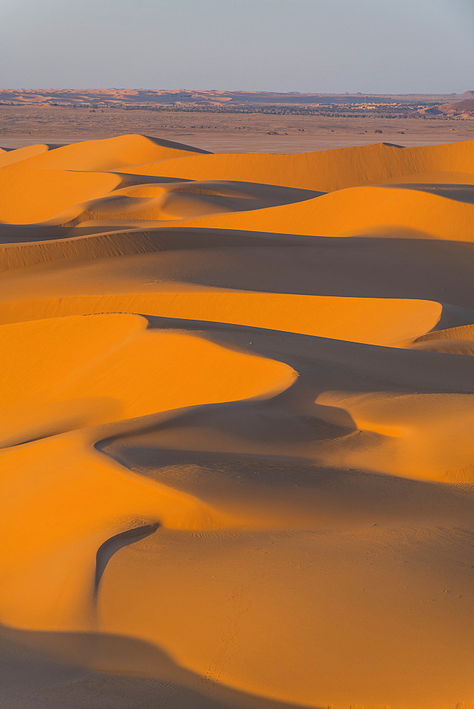 Sunset in the giant sand dunes of the Sahara Desert, Timimoun, western Algeria, North Africa, Africa