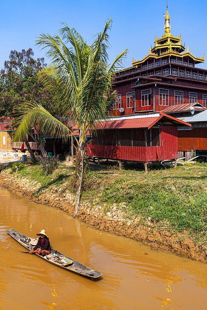 Canoe, Inle Lake, Shan state, Myanmar (Burma), Asia