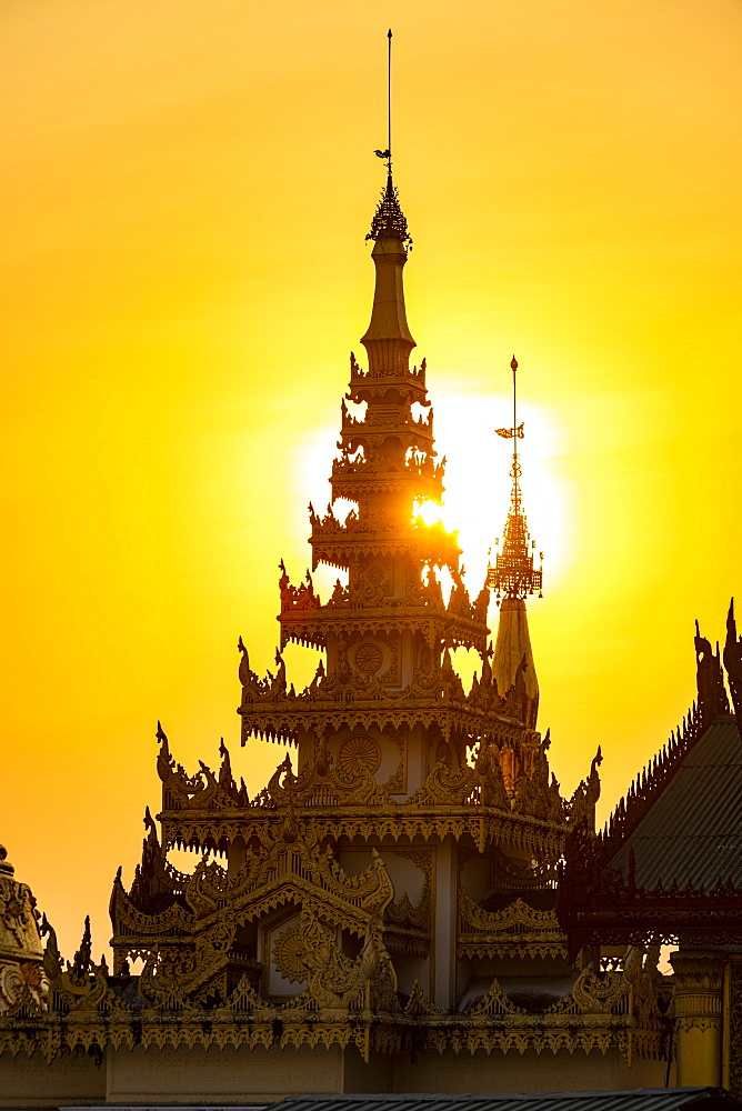 Shwedagon pagoda at sunset, Yangon (Rangoon), Myanmar (Burma), Asia