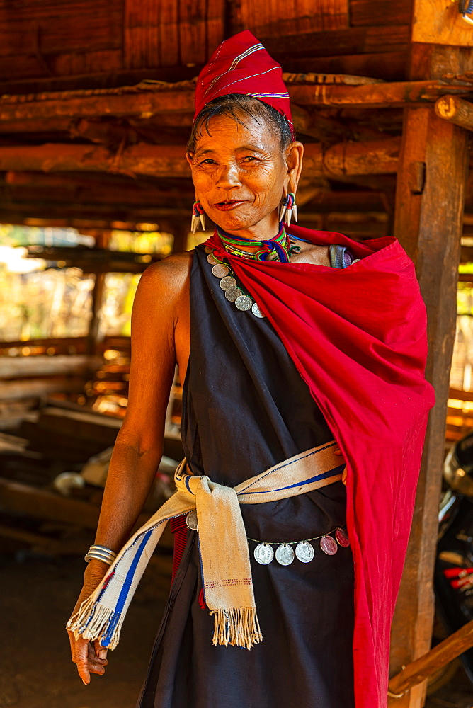 Old Kayan woman, Kayah village, Loikaw area, Kayah state, Myanmar (Burma), Asia