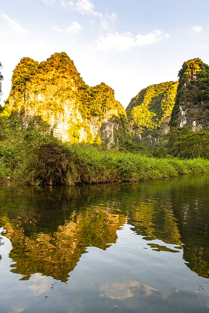 Limestone mountains in the scenic Trang An Landscape Complex, UNESCO World Heritage Site, Vietnam, Indochina, Southeast Asia, Asia