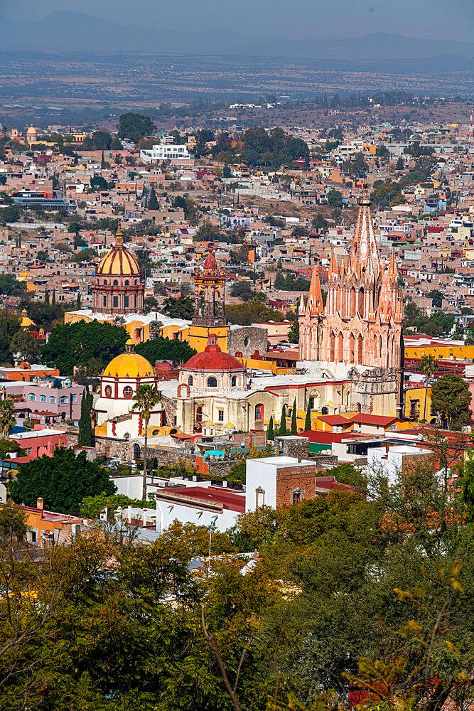 View over La Parroquia de San Miguel Arcangel Cathedral and San Miguel de Allende, UNESCO World Heritage Site, Guanajuato, Mexico, North America - 1184-5523