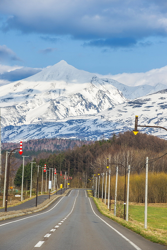 Road leading to the spectacular mountains of the Daisetsuzan National Park, UNESCO World Heritage Site, Hokkaido, Japan, Asia
