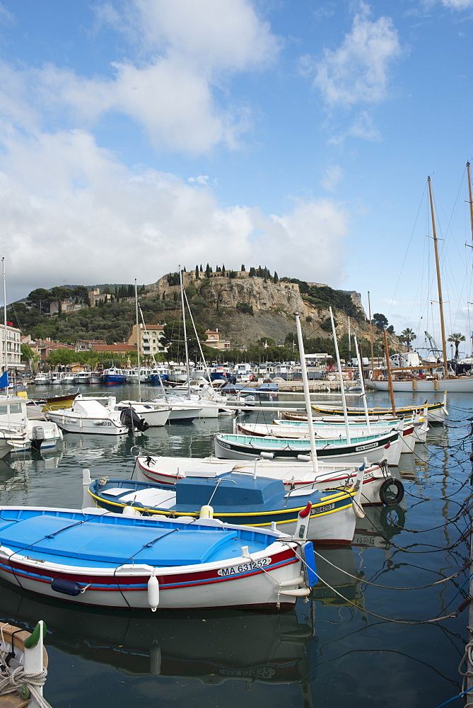 Boats in Cassis harbour, Bouches du Rhone, Provence, Provence-Alpes-Cote d'Azur, France, Europe