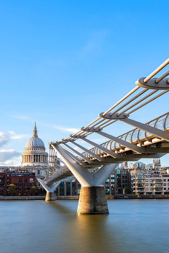 Millennium bridge and St Paul's Cathedral - 1186-763