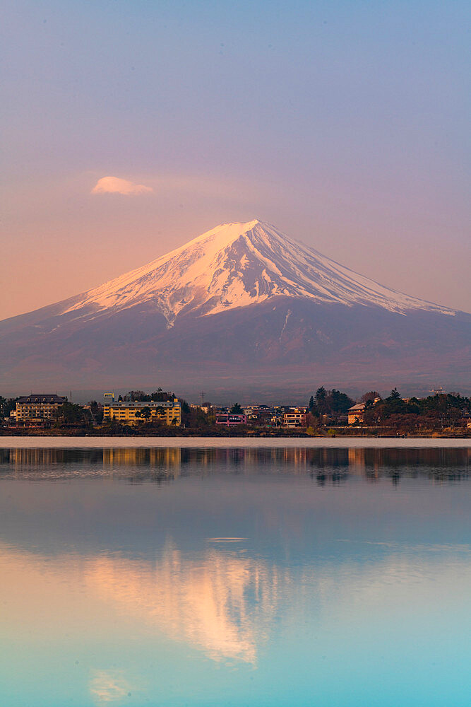 Sunrise over mount Fuji reflecting in Lake Kawaguchi