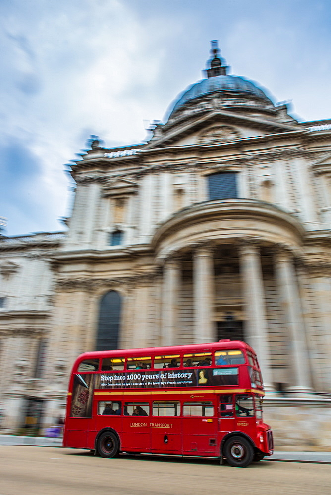 London bus going past St. Pauls Cathedral, London, England, United Kingdom, Europe
