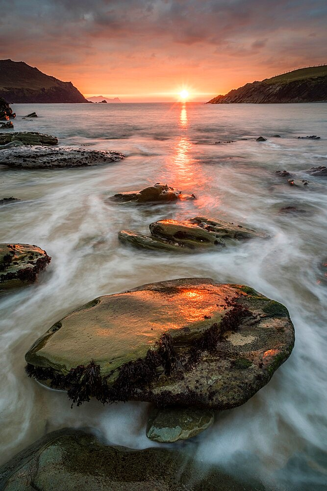 Cloger Bay at sunset, Dingle Peninsula, County Kerry, Munster, Ireland, March - 1200-434