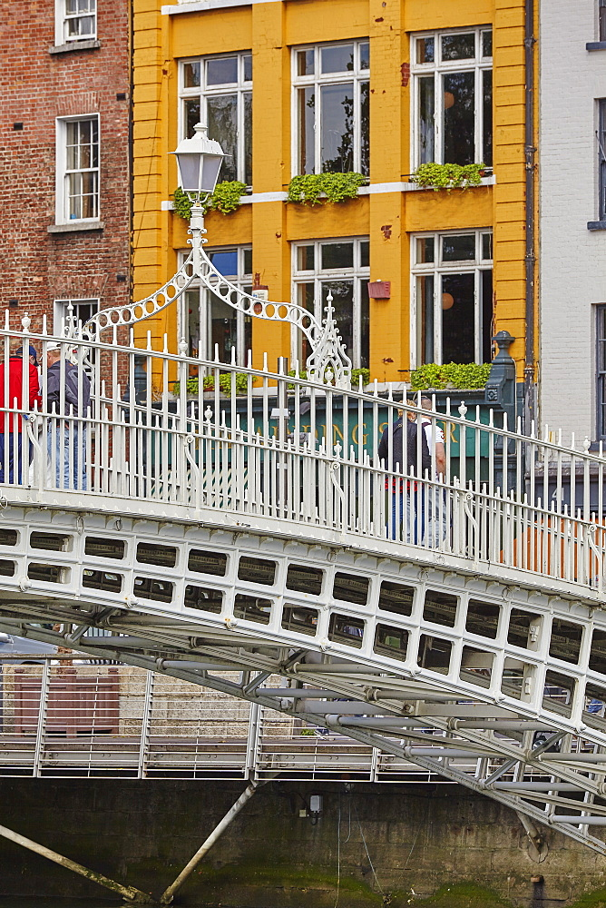 Ha'penny Bridge across the River Liffey, Dublin, Republic of Ireland, Europe - 1202-108