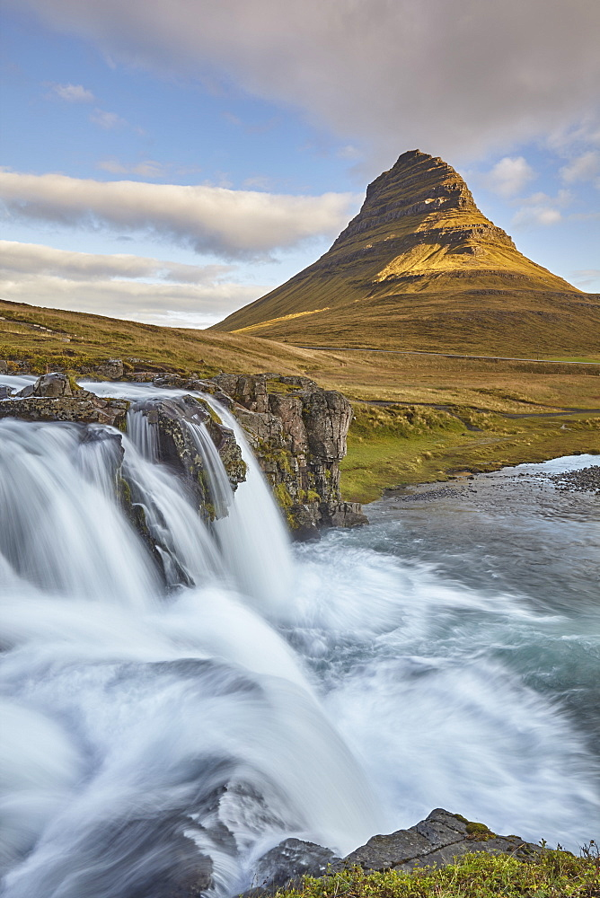 One of Iceland's iconic landscapes, Mount Kirkjufell and Kirkjufellsfoss Falls, near Grundarfjordur, Snaefellsnes peninsula, Iceland, Polar Regions - 1202-429