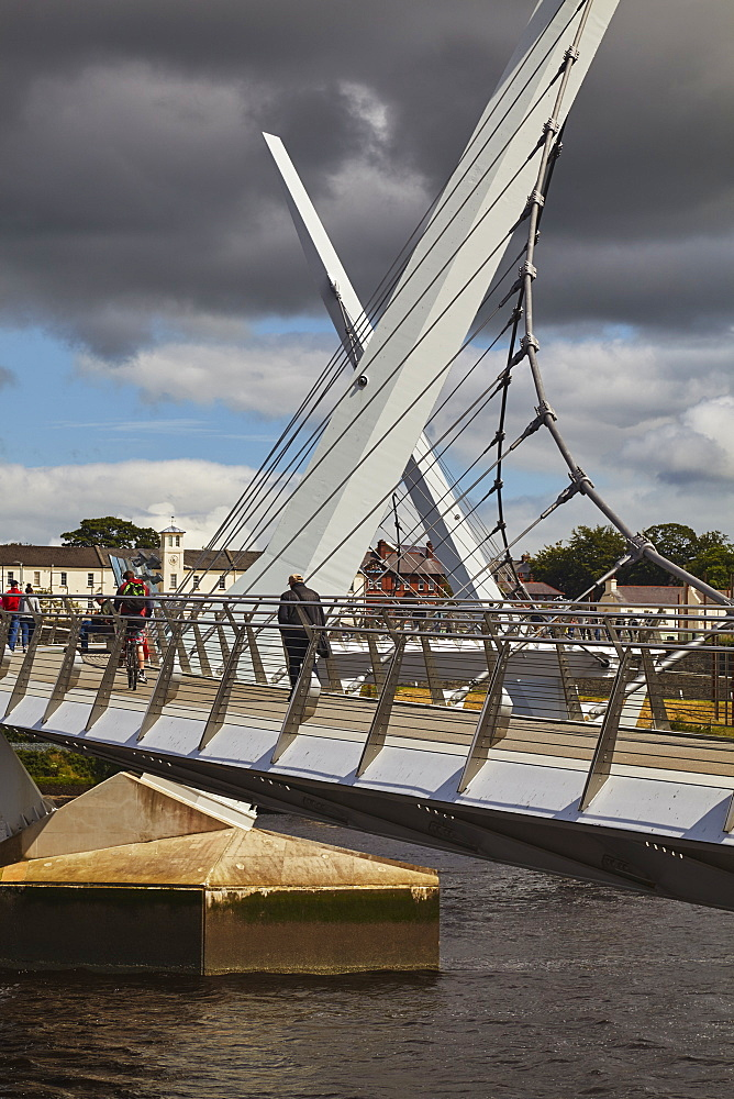 Peace Bridge, across the River Foyle, Derry (Londonderry), County Londonderry, Ulster, Northern Ireland, United Kingdom, Europe
