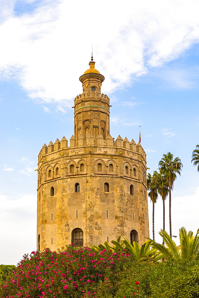 Torre del Oro, Gold Tower and river Rio Guadalquivir, Sevilla, Andalusia, Spain, Europe