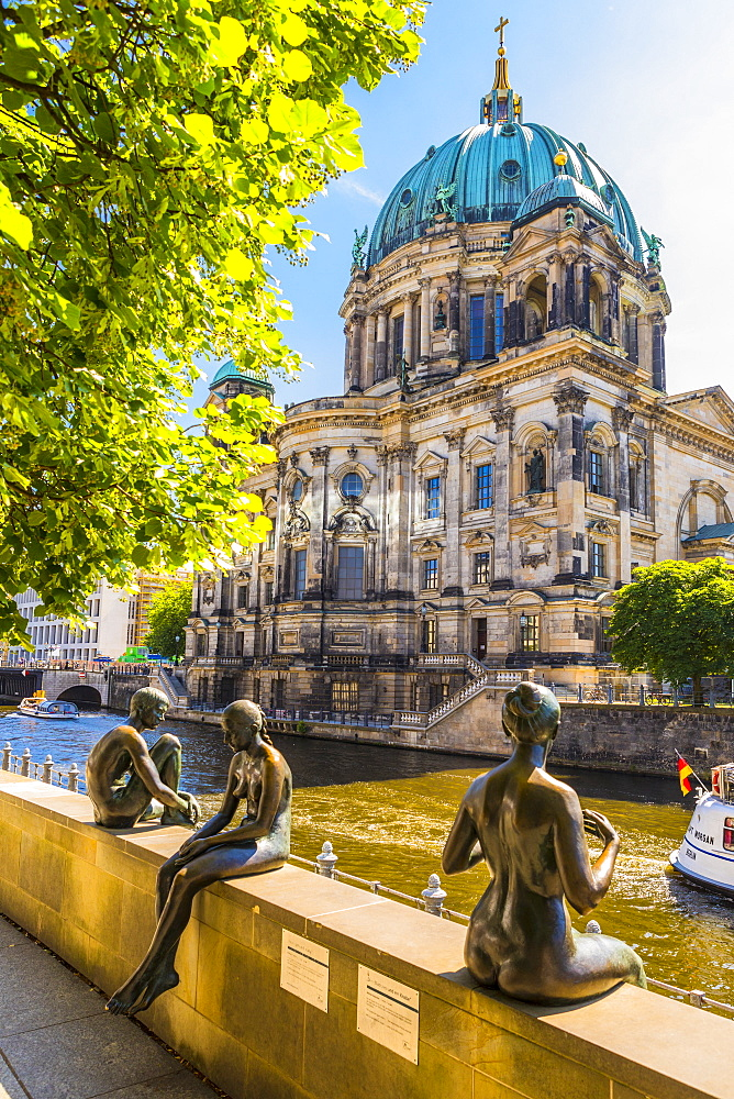 Wilfried Fitzenreiter sculptures by Berlin Cathedral in Berlin, Germany, Europe