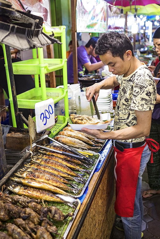 Chiang Mai Night Bazaar, Chiang Mai, Northern Thailand, Thailand, Southeast Asia, Asia - 1207-666