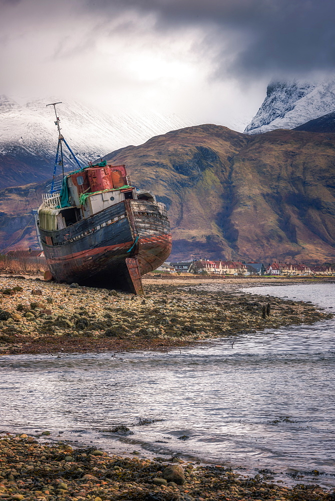 Old boat wreck at Caol with Ben Nevis in the background, Scottish Highlands, Scotland, United Kingdom, Europe - 1216-297