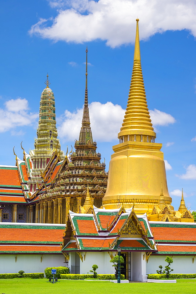 Spires of the Temple of the Emerald Buddha (Wat Phra Kaew), Grand Palace complex, Bangkok, Thailand, Southeast Asia, Asia