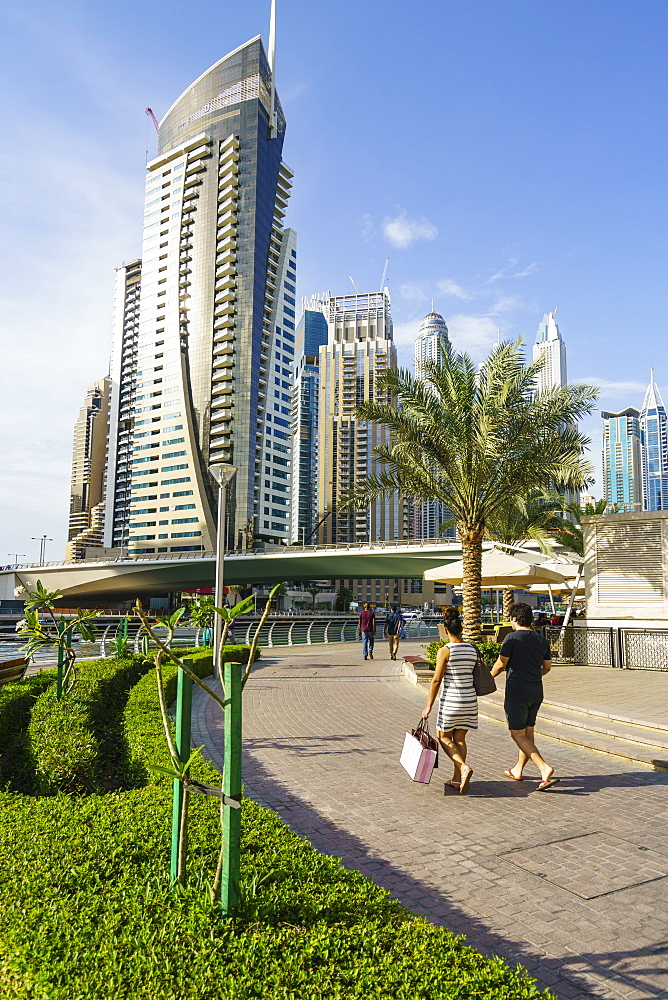 A young couple at Dubai Marina, Dubai, United Arab Emirates, Middle East