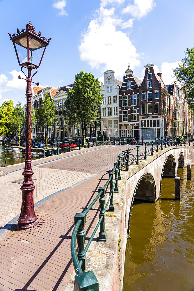 Old gabled buildings and bridge over Keisersgracht Canal, Amsterdam, North Holland, The Netherlands, Europe