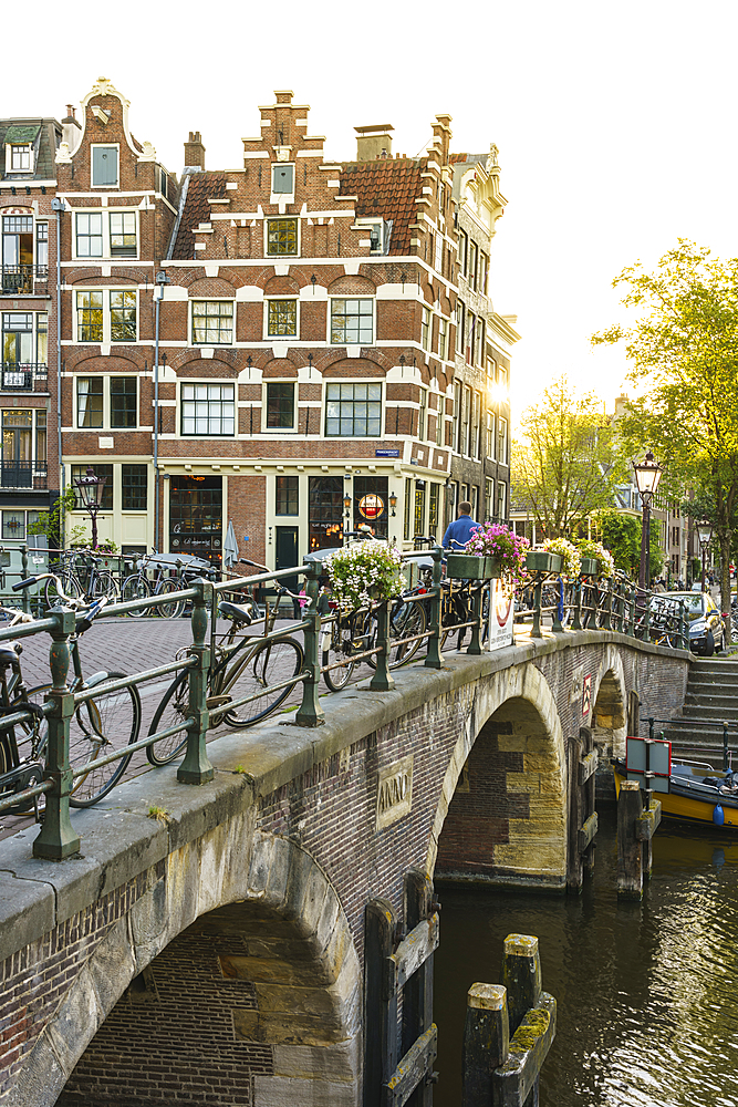 Golden hour light on old gabled buildings, Brouwersgracht, Canal, Amsterdam, North Holland, The Netherlands, Europe