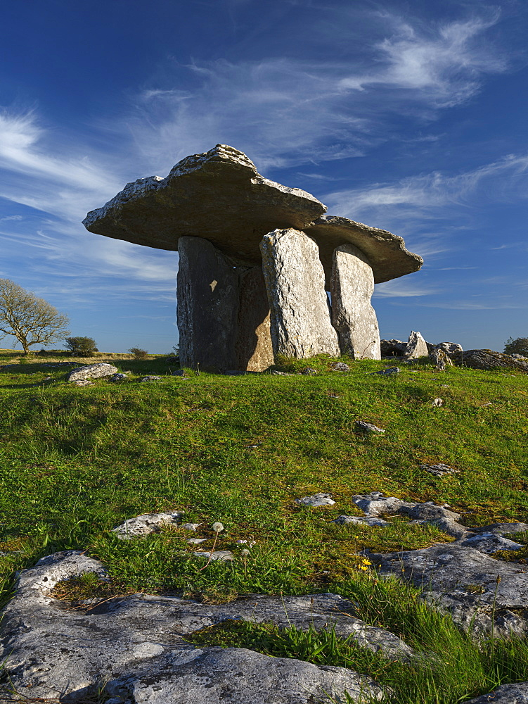 Poulnabrone, The Burren, County Clare, Munster, Republic of Ireland, Europe