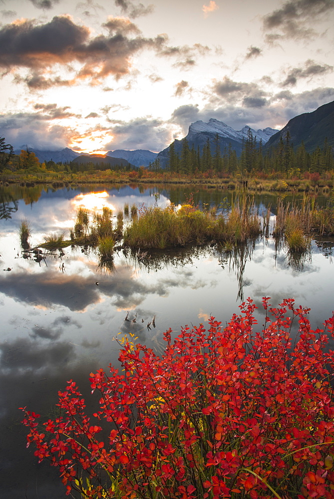 Sunrise at Vermillion Lakes with Mount Rundle in autumn, Banff National Park, UNESCO World Heritage Site, Alberta, Rocky Mountains, Canada, North America - 1241-195