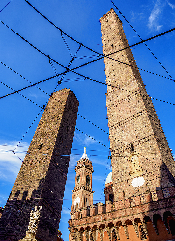 The Two Towers, Garisenda and Asinelli, Bologna, Emilia-Romagna, Italy, Europe