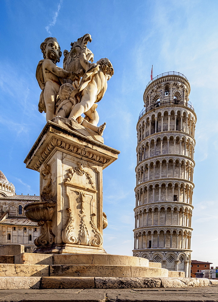 Putti Fountain and Leaning Tower, Piazza dei Miracoli, UNESCO World Heritage Site, Pisa, Tuscany, Italy, Europe