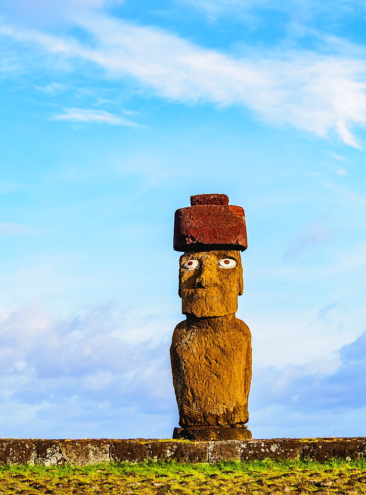 Moai in Ahu Ko Te Riku, Tahai Archaeological Complex, Rapa Nui National Park, UNESCO World Heritage Site, Easter Island, Chile, South America