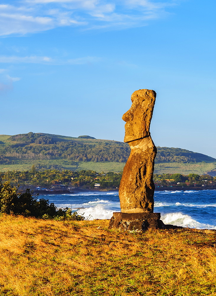 Moai in Ahu Hanga Kioe at sunrise, Rapa Nui National Park, UNESCO World Heritage Site, Easter Island, Chile, South America