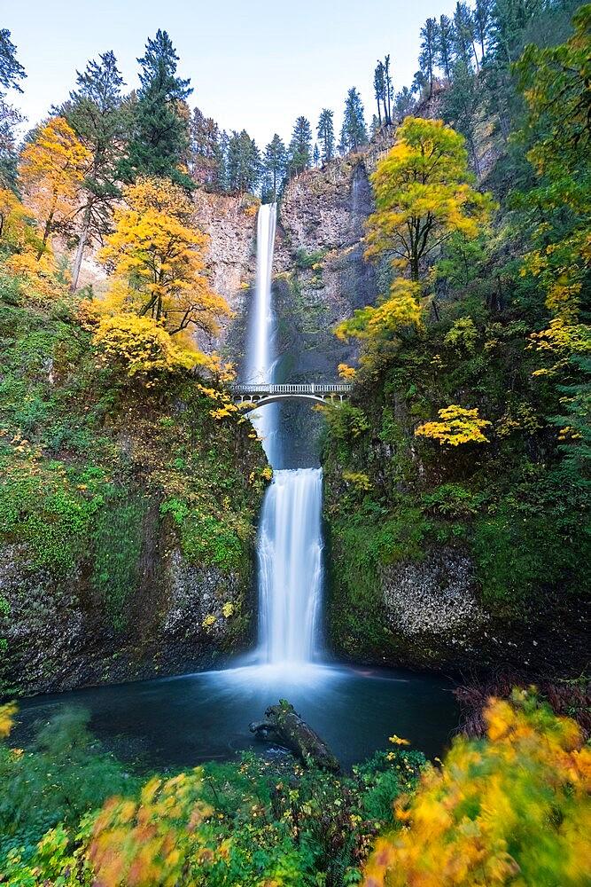 Multnomah Falls in autumn, Cascade Locks, Multnomah county, Oregon, United States of America, North America - 1251-545