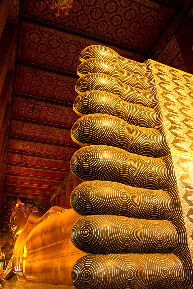 Reclining Buddha of Wat Pho (Wat Po), Bangkok, Thailand, Southeast Asia, Asia