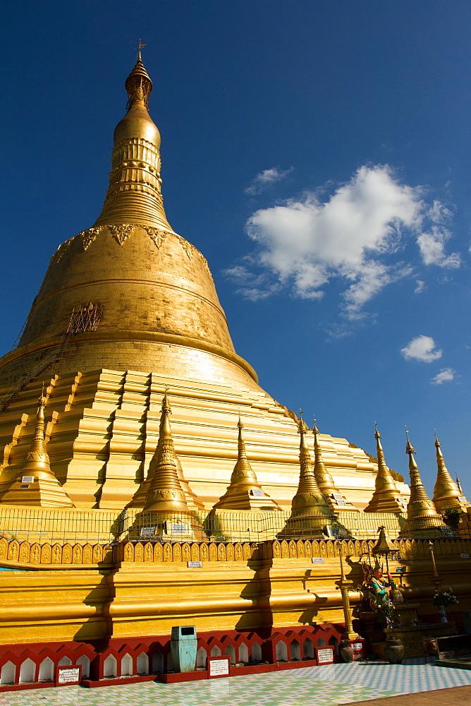 Golden stupa of the Shwemawdaw Pagoda complex, Bagan (Pagan), Myanmar (Burma), Asia