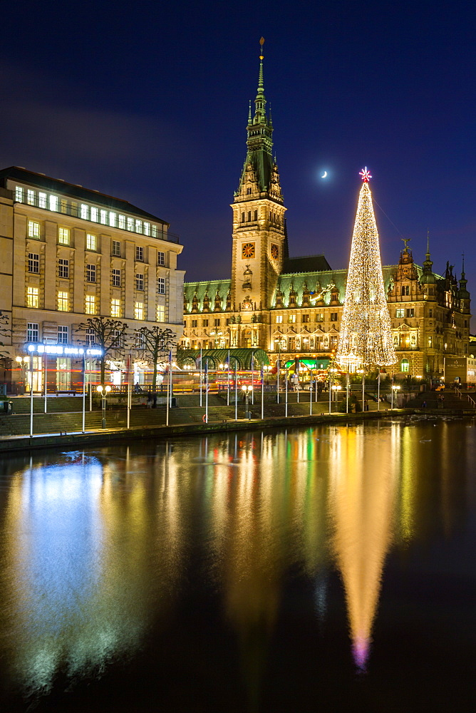 Reflection of Hamburg's Town Hall / Rathaus and Christmas Market at blue hour. - 1263-117