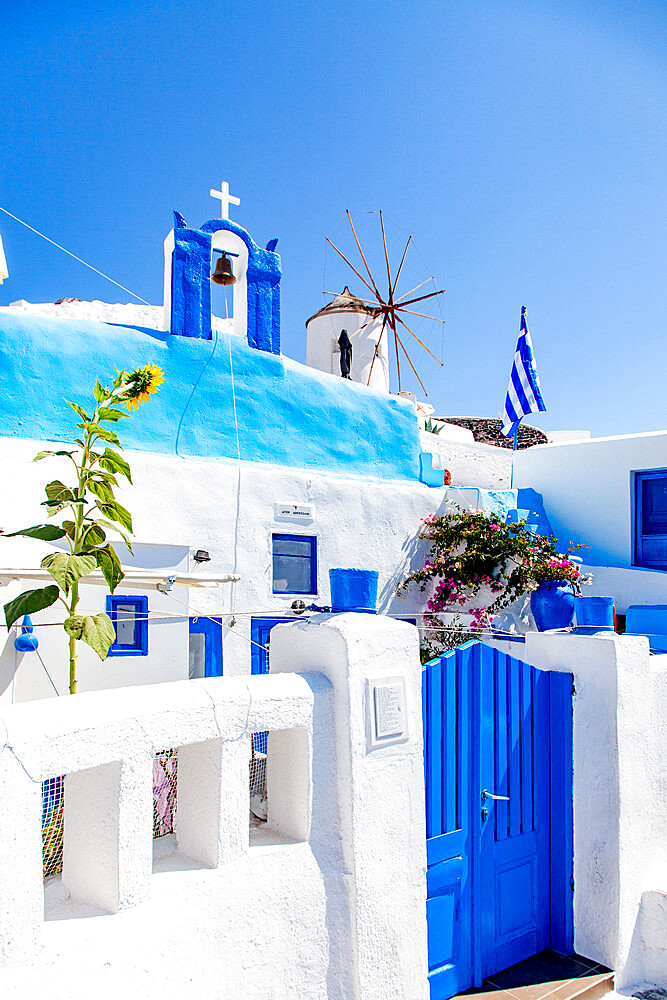 Traditional Greek architecture in Oia, Santorini, Thira, Southern Aegean. - 1265-181