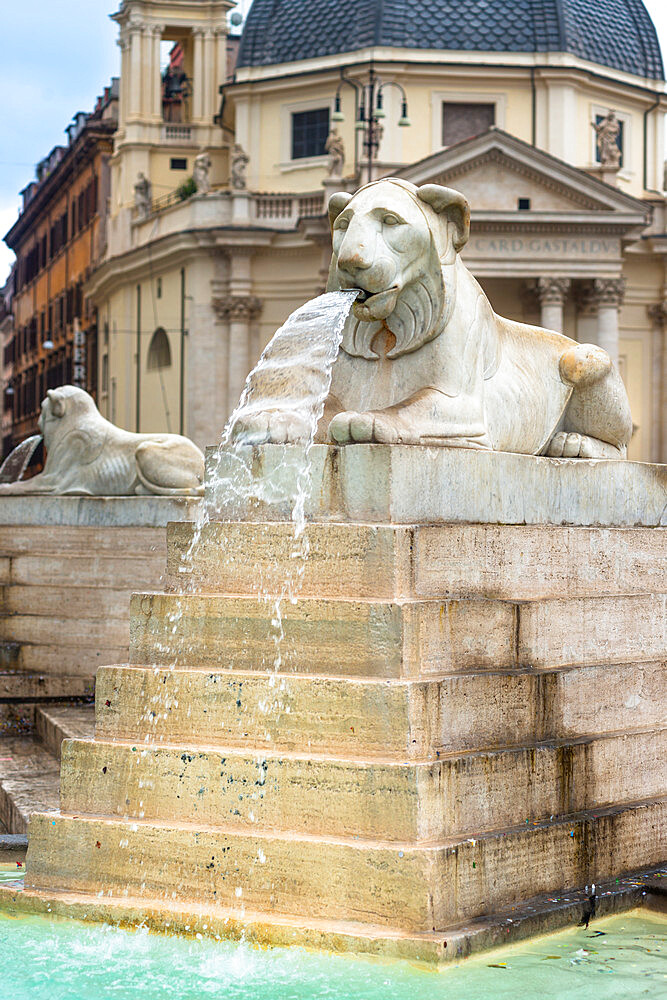 Fontana dell'Obelisco with Egyptian lion statues in the Piazza del Popolo, Rome, Lazio, Italy, Europe