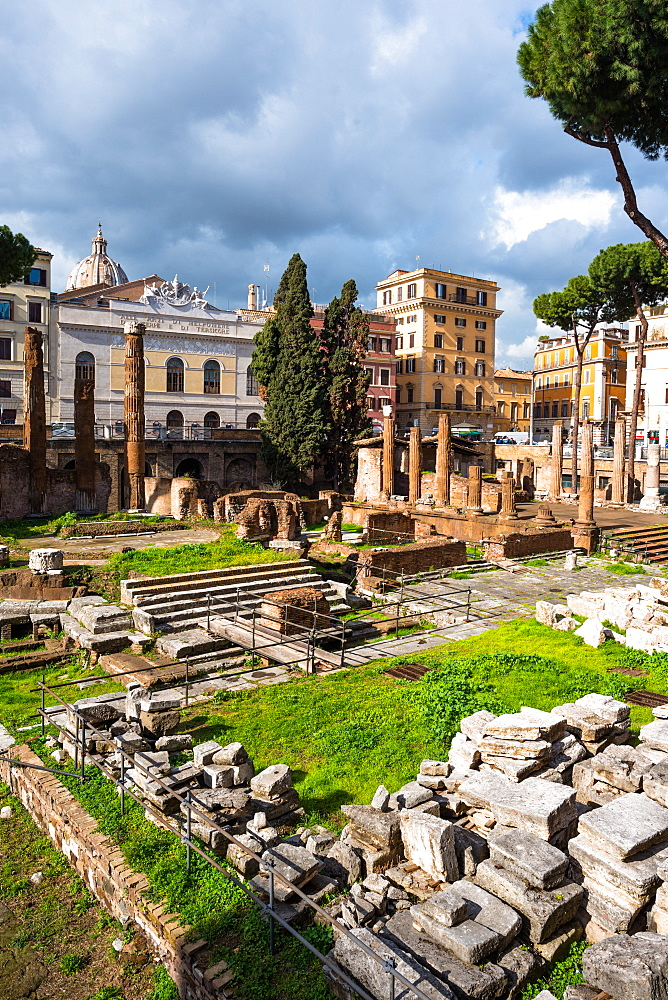 Largo di Torre Argentina square with Roman Republican temples and remains of Pompeys Theatre, in the ancient Campus Martius, Rome, Lazio, Italy, Europe - 1267-315