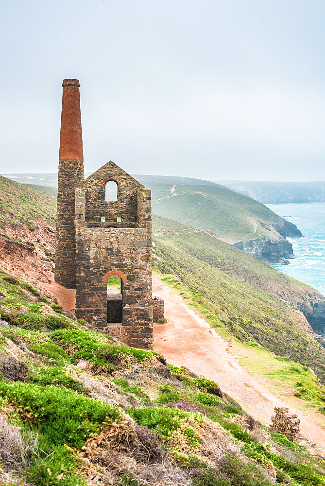 Towanroath Shaft Pumping Engine House, part of the Wheal Coates mine near St. Agnes Head, UNESCO World Heritage Site, Cornwall, England, United Kingdom, Europe