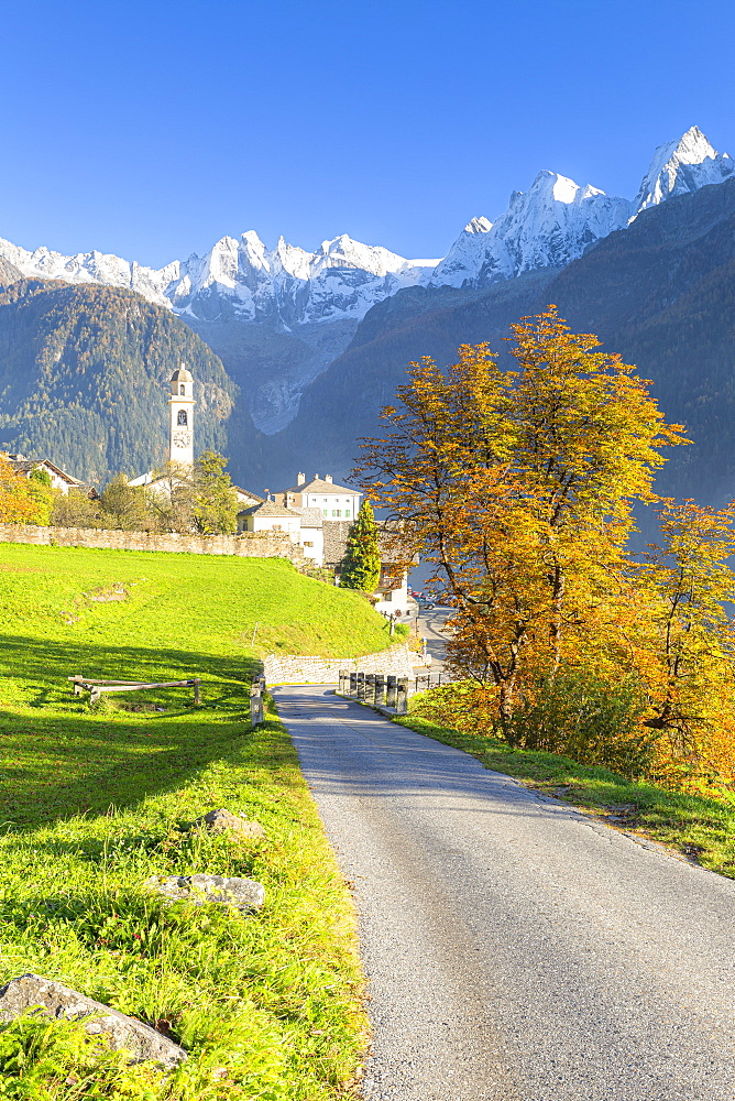 Traditional village of Soglio during autumn, Soglio, Bregaglia valley, Graubunden, Switzerland, Europe - 1269-617