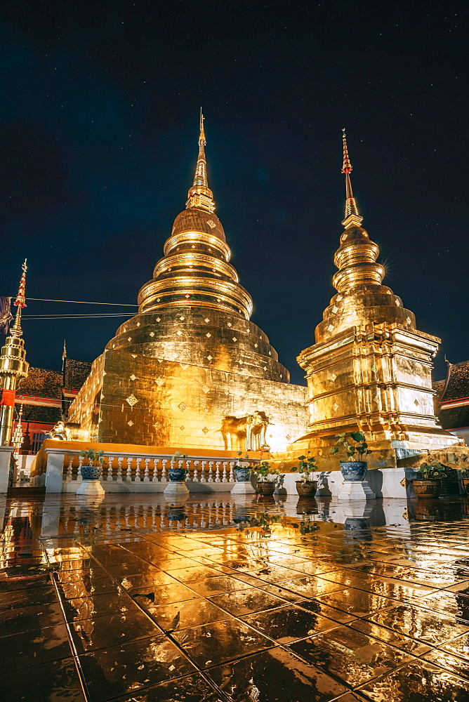 Wat Phra Singh Gold Temple at night, Chiang Mai, Thailand, Southeast Asia, Asia