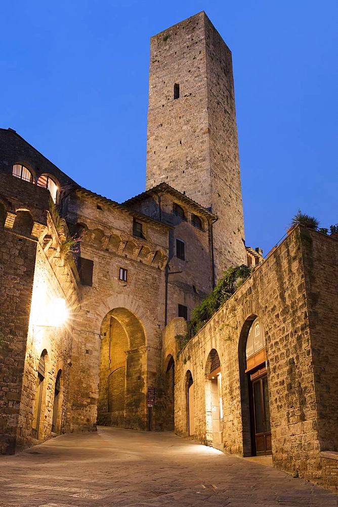 Dusk view of Torre dei Cugnanesi, San Gimignano, UNESCO World Heritage Site, Tuscany, Italy, Europe - 1284-134